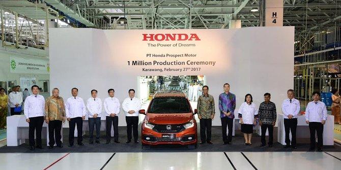 Pihak Honda merayakan produksi satu juta unik