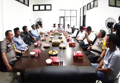 Wakil Bupati Indragiri Hilir (Inhil), Riau, Syamsuddin Uti (SU) menghadiri kegiatan buka bersama.