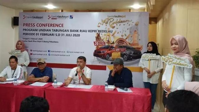 Konferensi pers Program Undian Tabungan Bank Riau Kepri Bedelau di Kantor Bank Riau Kepri, Minggu (2/2/2020).