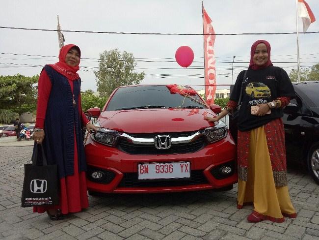 Penyerahan All New Honda Brio kepada konsumen di Dealer HSH Pekanbaru