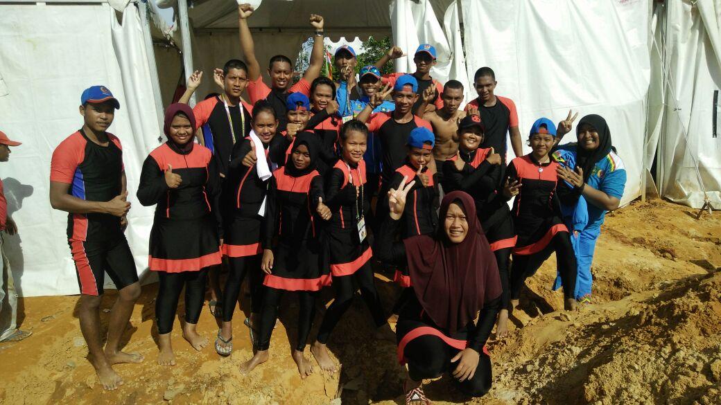 Tim Dayung Putri Bengkalis yang meraih emas di nomor 1000 meter