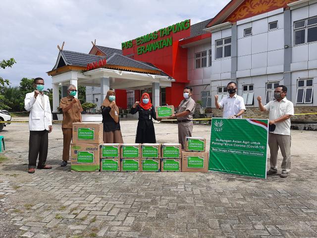 Bantuan APBD dari Asian Agri kepada Puskesmas di Tapung.