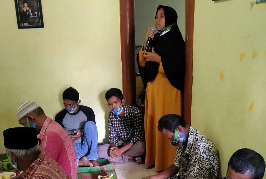 Kader Lansia Jamilah saat mengikuti kampanye dialogis Alfedri.