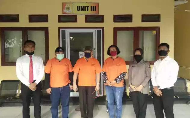 Polres Rokan Hilir menahan tiga orang tersangka terkait dugaan Korupsi Dana Media Massa di Setwan Rohil, Senin (4/5/2020).