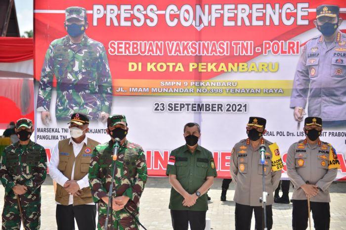 Gubernur Riau, Syamsuar dampingi Panglima TNI