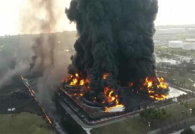 Kilang Balongan di Indramayu, yang mengolah minyak mentah dari Duri dan Minas menjadi produk BBM terbakar. Foto: Riaupos