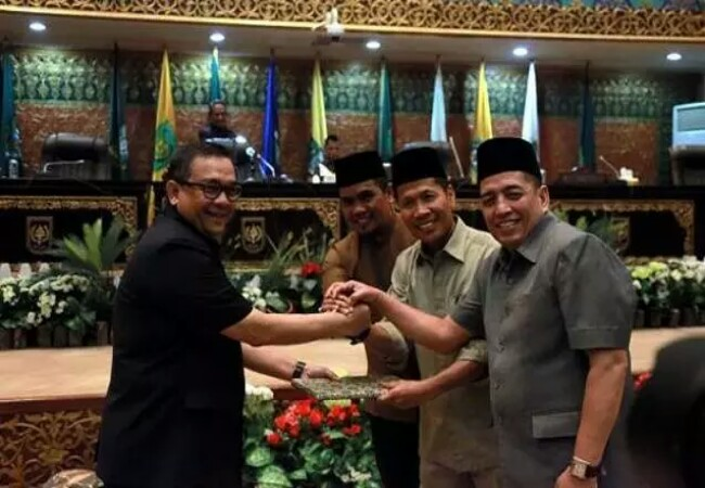 Rapat paripurna dalam penyampaian Pandangan Umum Fraksi terhadap Raperda tentang APBD Provinsi Riau Tahun Anggaran 2020, Senin (4/11).