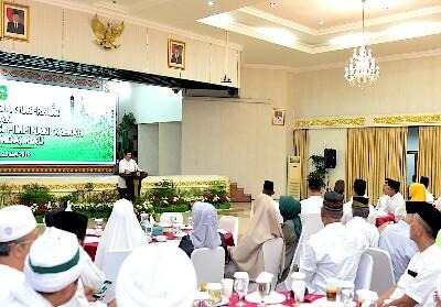 Gubri Drs H Syamsuar memberikan sambutan.