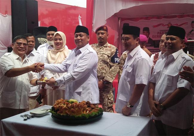 Acara HUT Gerindra di sekretariat DPD Partai Gerindra Jalan Arifin Ahmad Kota Pekanbaru, Kamis (6/2/2020).