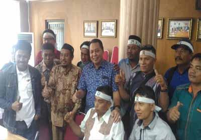 Komisi V Dewan Perwakilan Rakyat Daerah (DPRD) Provinsi Riau saat menerima karyawan PT Riau Crumb Rubber Factory (Ricry)