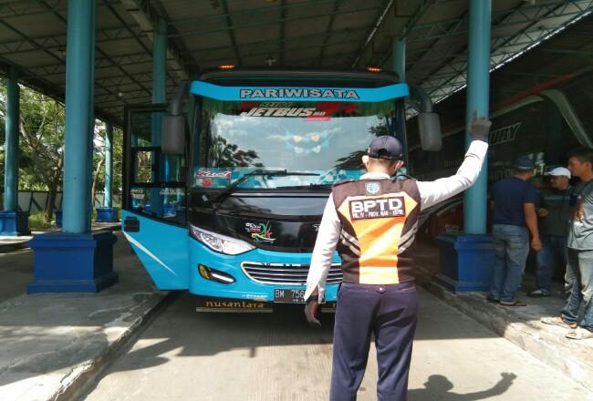 Empat unit bus disiapkan untuk kepulangan WNI asal Malaysia.