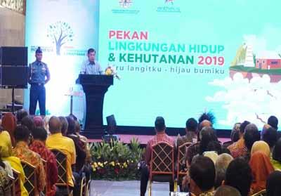 Wakil Presiden RI, Jusuf Kalla didampingi Menteri Lingkungan Hidup dan Kehutanan, Siti Nurbaya secara resmi membuka Pekan Lingkungan Hidup dan Kehutanan (PLHK) ke-23, Kamis (11/7/2019), di JCC, Senayan, Jakarta.