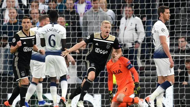 Ajax Amsterdam kalahkan Tottenham Hotspur di leg pertama semifinal Liga Champions, Rabu (1/5/2019). FOTO: Shaun Botterill/Getty Images