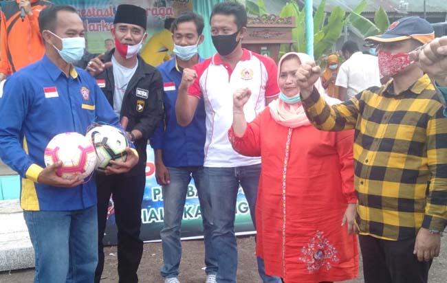 Ketua KONI Bengkalis Darma Firdaus S  saat menghadiri turnamen sepak bola Pambang Pesisir Cup.