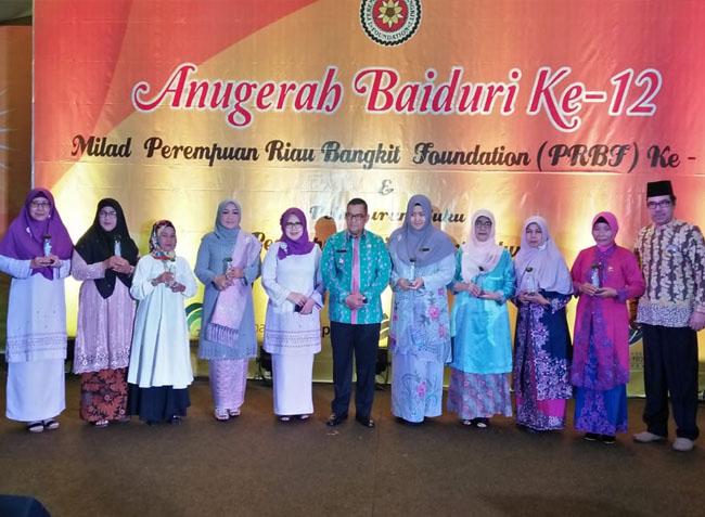 Acara Hari Ulang Tahun (HUT) ke-11 Perempuan Riau Bangkit Foundation (PRBF) dan Anugerah Baiduri ke-12 sekaligus bersempena dengan Hari Ibu ke-91