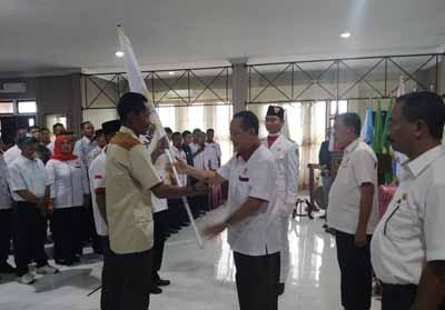 Ketua KONI Rohil, Drs H Asrul M Noor MSi melantik dan mengukuhkan pengurus Koorcam se-Rohil.