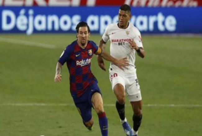 Lionel Messi gagal membawa Barcelona menang di markas Sevilla. Foto: CNNIndonesia