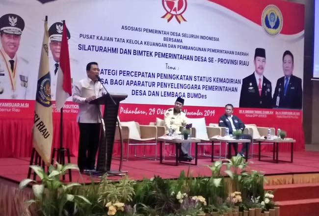 Silahturrahmi dan Bimtek Pemerintahan Desa se-Provinsi Riau, Rabu (30/10/2019) siang di ballroom Hotel The Zuri.