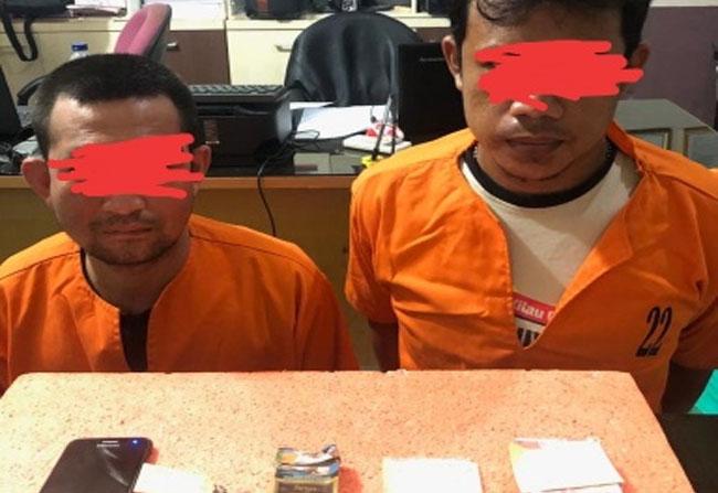 Dua orang pelaku tindak pidana narkoba yang diamankan Polres Inhil
