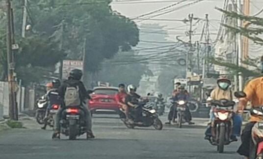 Asap kepung Pekanbaru pagi ini. Foto: Antara