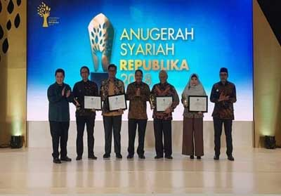 Rumah Zakat menerima penghargaan Apresiasi Syariah Republika 2018 sebagai The Most Innovative Phylantrophy Institution di JW Marriot Hotel, Mega Kuningan, Jakarta.