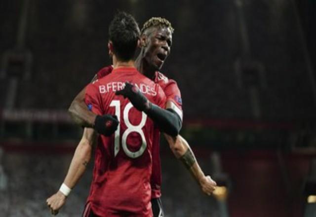 Dua pemain kunci Manchester United Bruno Fernandes dan Paul Pogba menatap final Liga Europa. Foto: CNNIndonesia