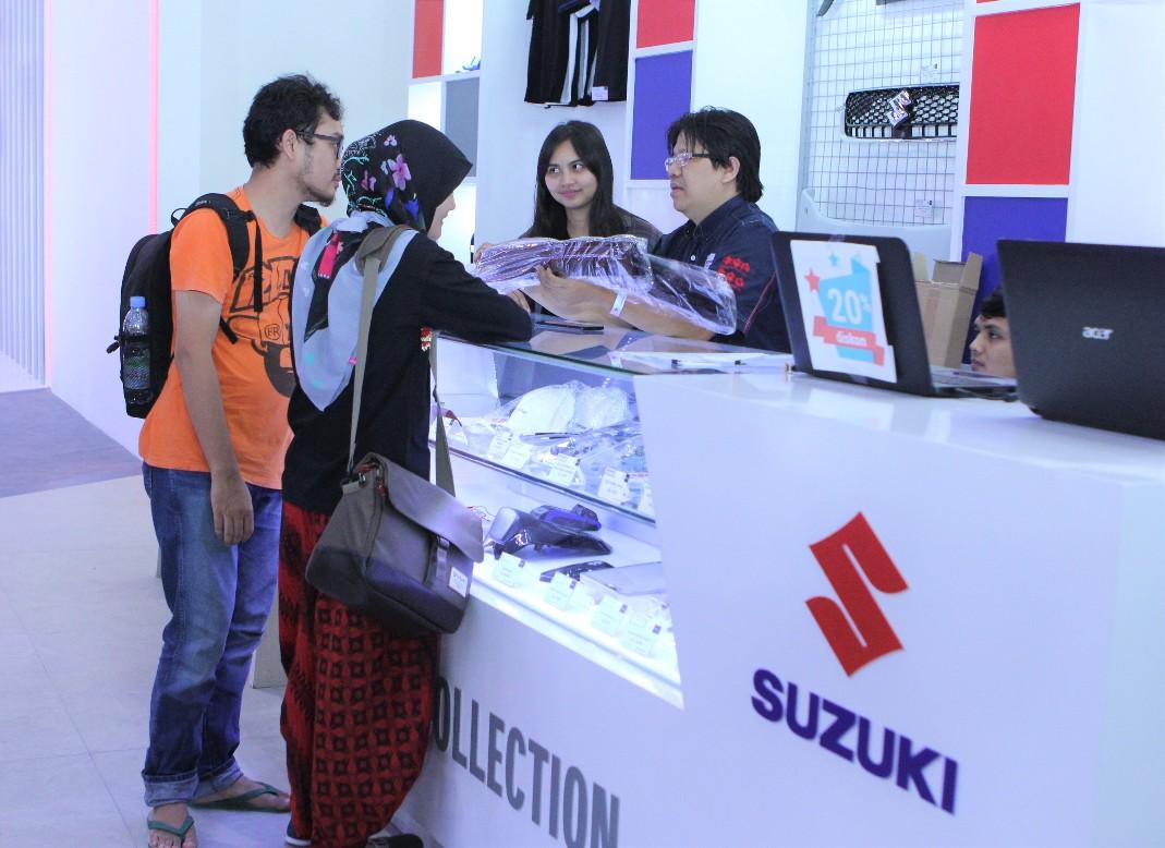 Selama ajang Indonesia International Motor Show (IIMS) 2019 berlangsung, PT Suzuki Indomobil Sales tidak hanya menghadirkan program penjualan kendaraan, tetapi memberikan banyak penawaran untuk konsumen yang ingin memiliki produk Suzuki Genuine Accessories (SGA) dan apparel.