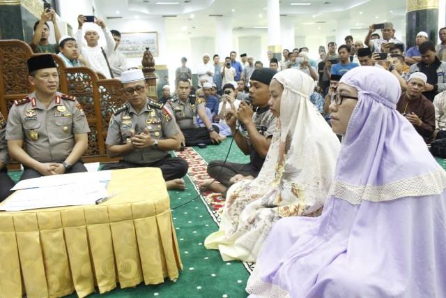 Kapolda Riau jadi saksi untuk 3 warga Pekanbaru yang jadi muallaf.