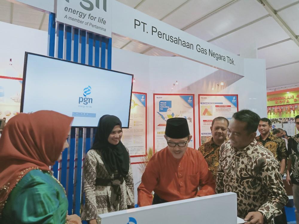 Wako Dumai H Zulkifli AS didampingi Istri mengunjungi Stand PGN di Pameran Dumai Expo 2019, wako disambut Sales Area Head PGN Pekanbaru - Dumai, Arif Rachman.