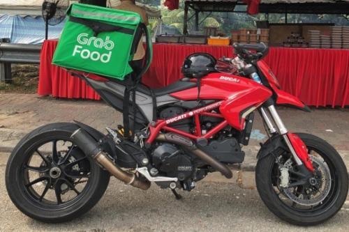 Ducati Hypermotard 950 yang dipakai untuk ojol.