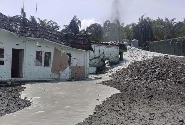 Semburan gas dan lumpur di Ponpes Al Ihsan Tenayan Raya Pekanbaru. Foto: Int