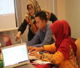 Beberapa guru dan dosen mengikuti lokakarya Provinsi II Penelitian Tindakan Kelas (PTK).