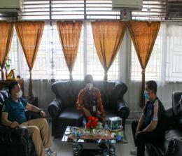 Kepala Lembaga Pemasyarakatan Kelas IIB Selatpanjang, Khairul Bahri Siregar yang didampingi Kepala Seksi Binadik, Haidi Zamri menyampaikan usulan izin klinik di Lapas itu kepada Kepala Dinas Kesehatan, dr Misri Hasanto