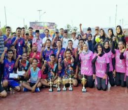 Sekda foto bersama dengan para pemenang.