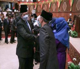 Bupati Alfedri saat menghadiri PAW DPRD Riau.