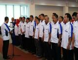 Rektor UIR Prof Syafrinaldi melantik Pengurus Persatuan Sepakbola UIR yang diketuai Ir H Rosyadi, M.Si