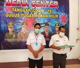 Jubir Gugus Tugas Rohil, Ahmad Yusuf saat konferensi pers.