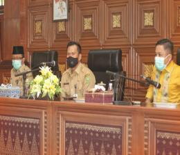 Pjs Bupati Siak rapat bersama dengan Forkompimda dan pimpinan OPD dan Camat di lingkungan Pemkab Siak.
