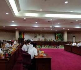 Hearing Komisi V DPRD Riau dengan Disdik Riau dan Kepsek SMA.<br>
