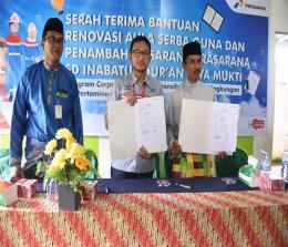 Pertamina serahkan bantuan CSR untuk rehab Bangunan SD Inabatul Quran Kelurahan Jayamukti.