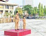 Pengarahan Plt Gubri, H Wan Thamrin Hasyim pada apel Senin (24/9) pagi di halaman kantor Gubernur Riau