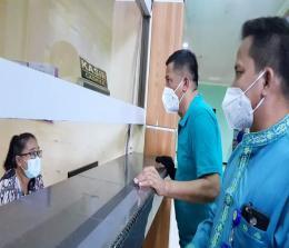 Bupati Kepulauan Meranti H Muhammad Adil SH, langsung mendatangi RSUD Meranti dan meninjau proses pelayanan kesehatan (Yankes) terkait isu berobat bawa KTP tetap bayar