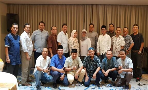 Foto bersama usai buka bersama Astra Agro Lestari Group bersama awak media, Kamis (23/5/2019) di Pekanbaru.